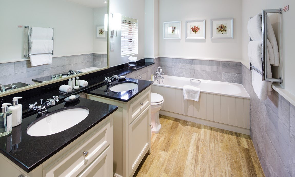 Superior Plus Room, bathroom